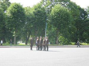 Почетный краул у памятника Свободы, Рига, 2011