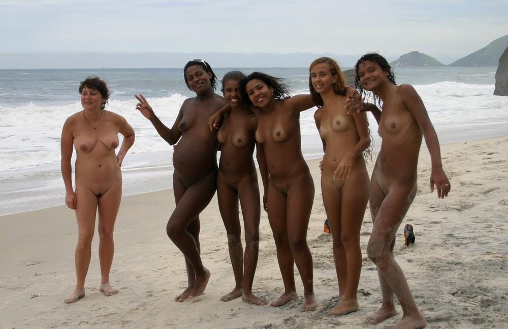 Семьи Нудистов На Пляже Видео