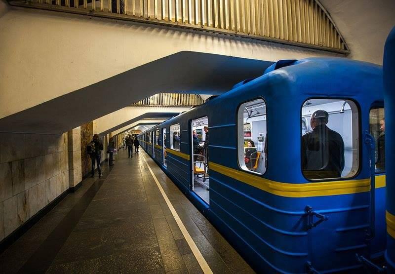 Под поезд в киевском метро попал нетрезвый мужчина, - ГСЧС