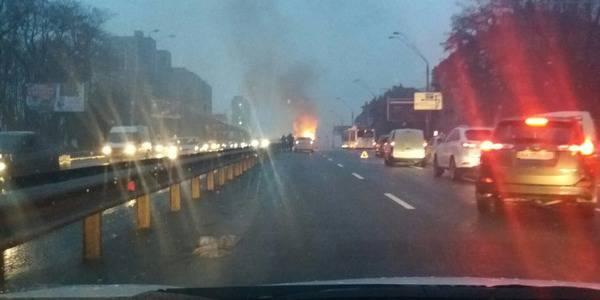 В столице на Проспекте победы сгорел автомобиль. ФОТО
