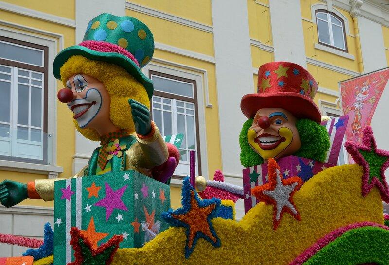 Карнавальные клоуны