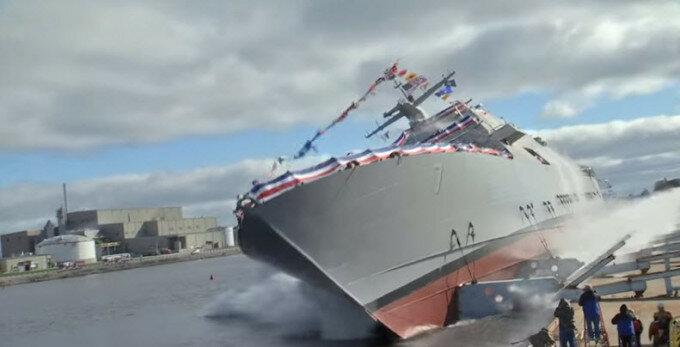 Видео спуска на воду боевого корабля ВМС США