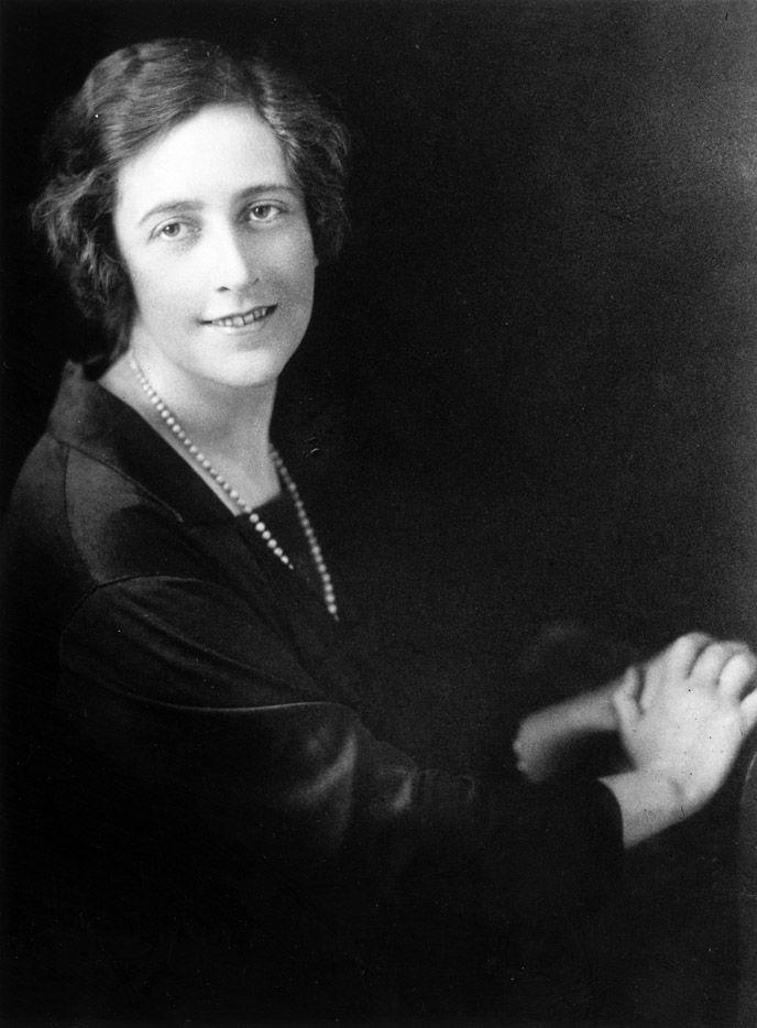3. Во время Первой мировой войны Агата Кристи работала медсестрой в военном госпитале, затем она поп