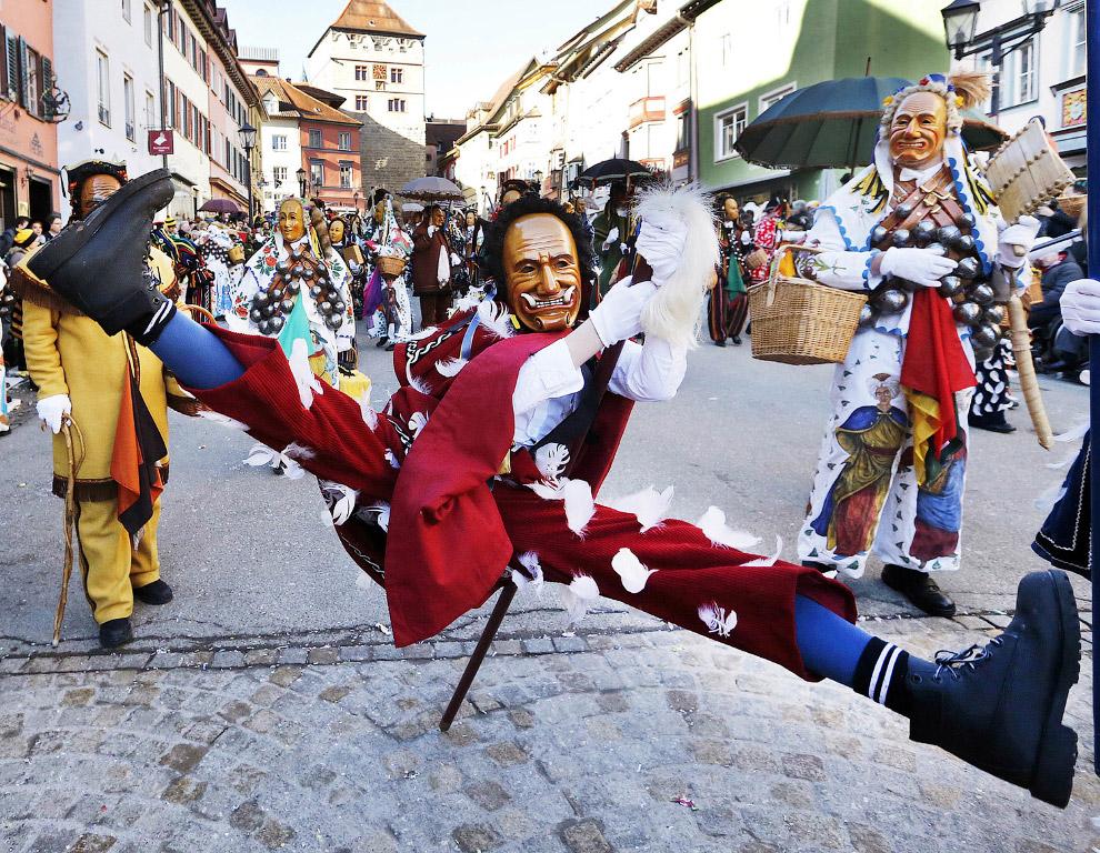 А что же в России? Расцветом карнавальной культуры в России считается конец XIX века, эпоха пра