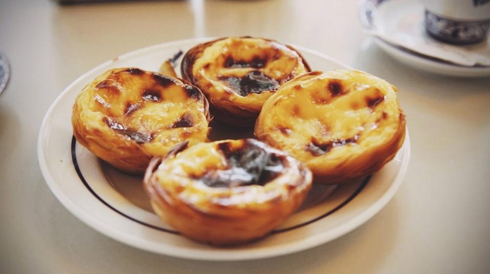 Традиционные пирожные сзаварным кремом «Pasteis deNata».