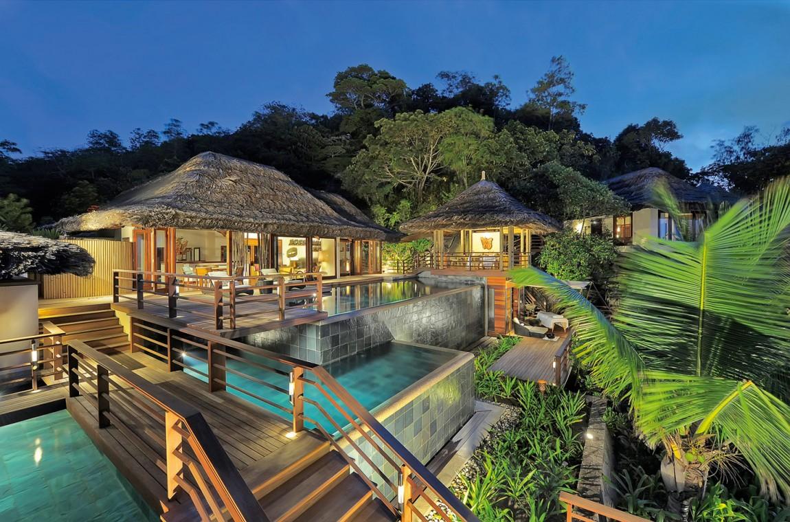 Курортный отель Constance Lemuria расположен на берегу бирюзовой лагуны острова Праслин, Сейшельских