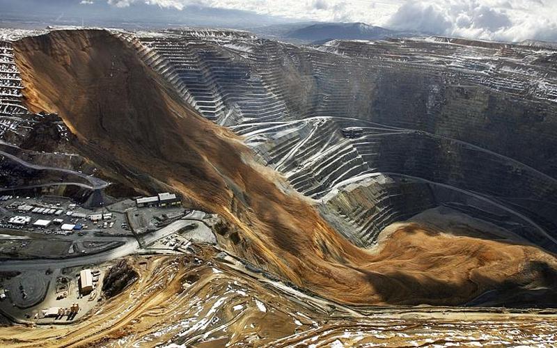 Одна из самых опасных шахт в стране. Здесь постоянно гибнут люди — но когда люди не гибли за желтый