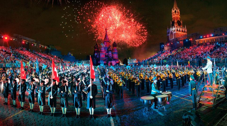 В столицеРФ открылся крупнейший вмире фестиваль военных оркестров «Спасская башня»