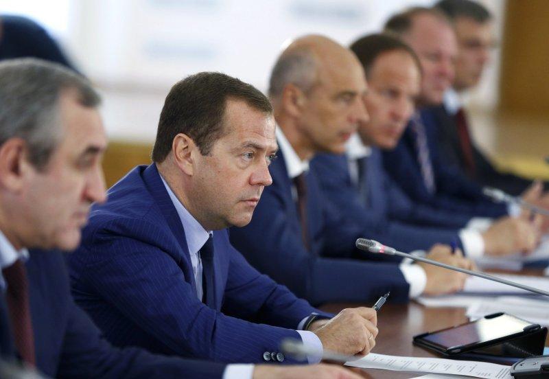 Д. Медведев  поручил министру финансов  иМинэкономразвития изменить  распределение субсидий регионам Российской Федерации