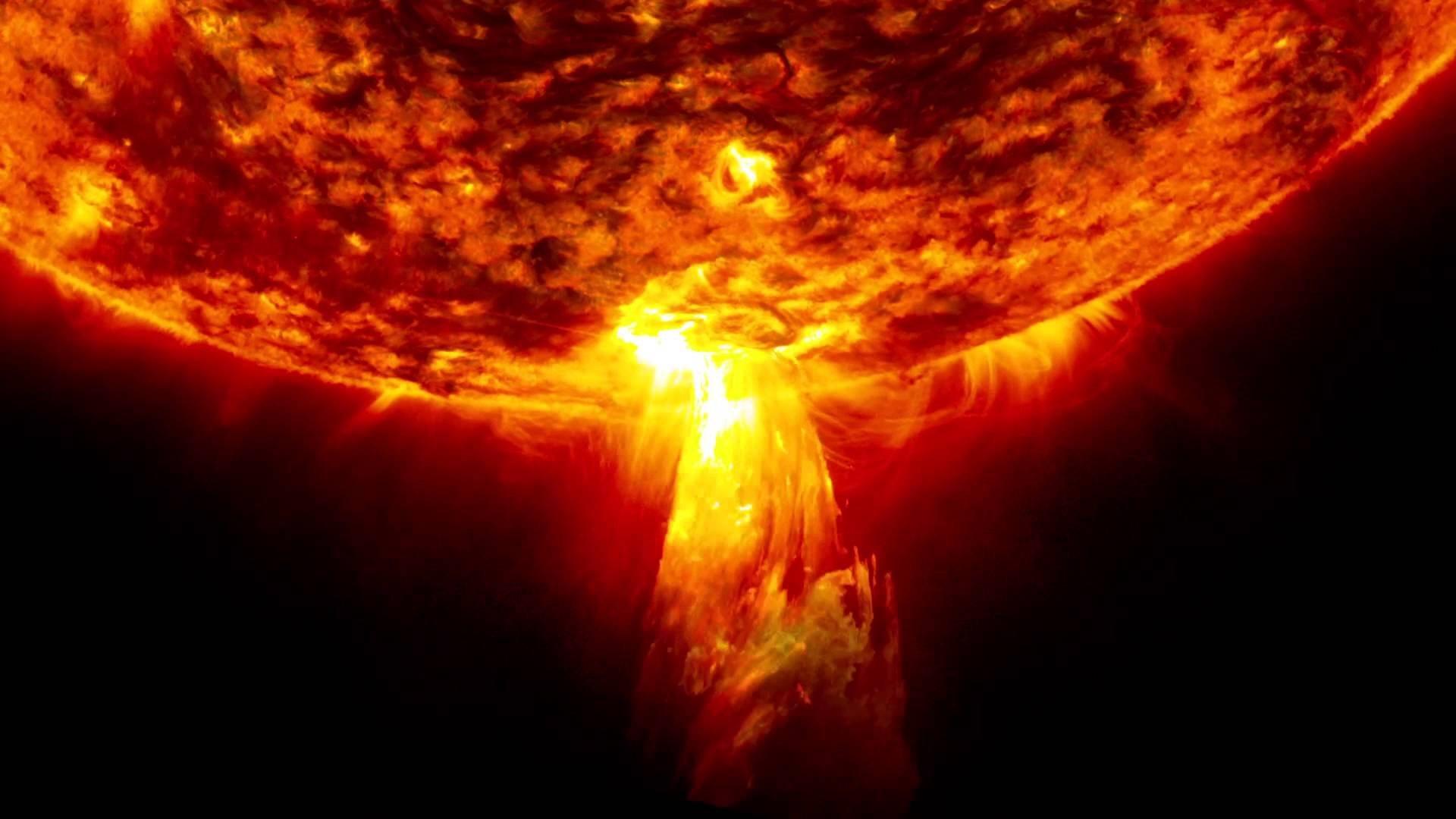 ВNASA зафиксировали аномальные вспышки наСолнце