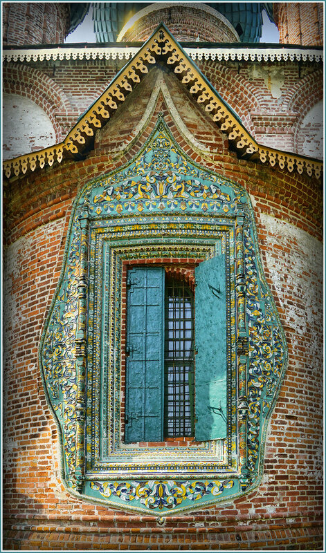 Декор окна храма Иоанна Златоуста