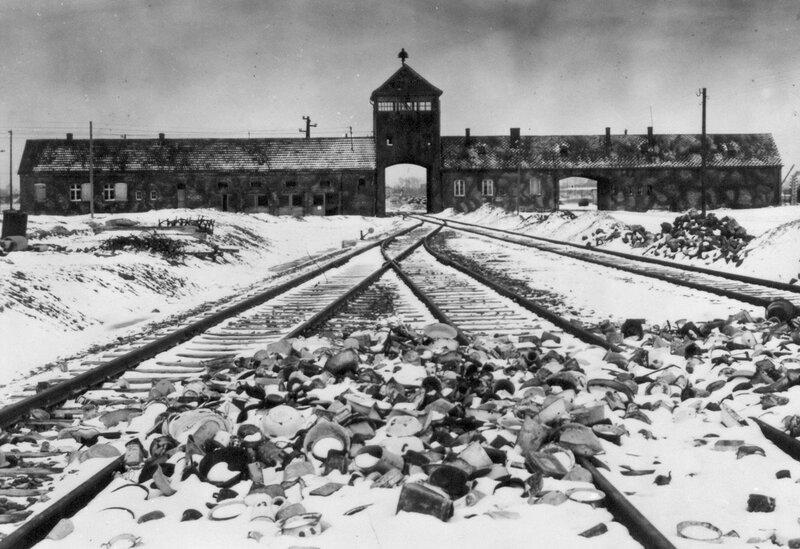 Железнодорожные пути, ведущие в концлагерь Освенцим (Биркенау)