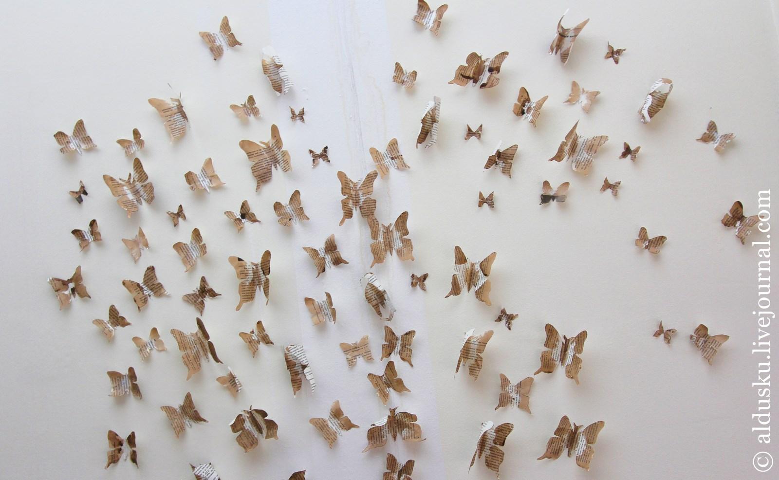 16. Бабочки, вырезанные из газет и наклеенные на стены кафе.