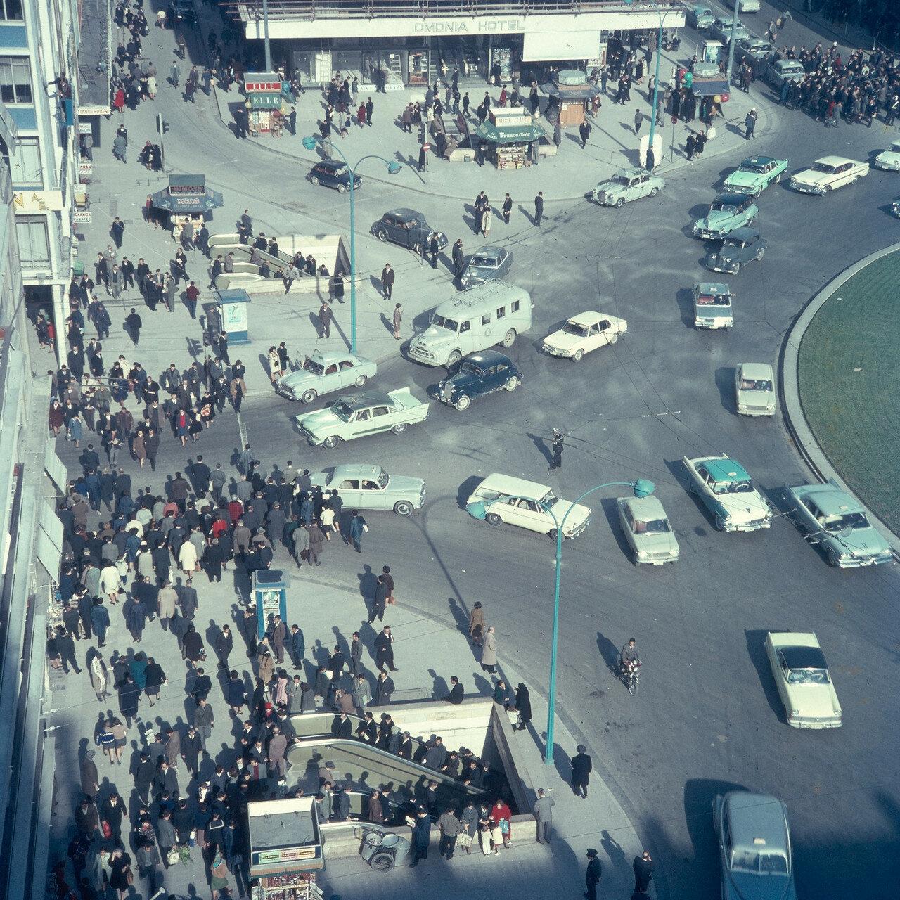 Движение транспорта на площади Омония