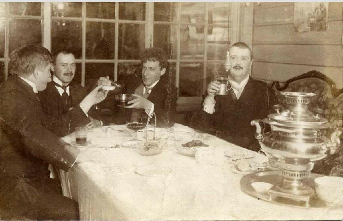 1910-е. Всеволод Мейерхольд в компании друзей в Царском селе