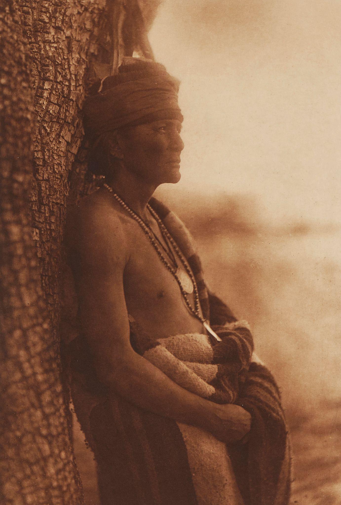 1903. Апач