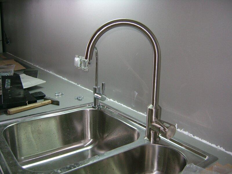 Установка и замена тумбочки мойки на кухне.  Подключение, замена Крана и Смесителя.