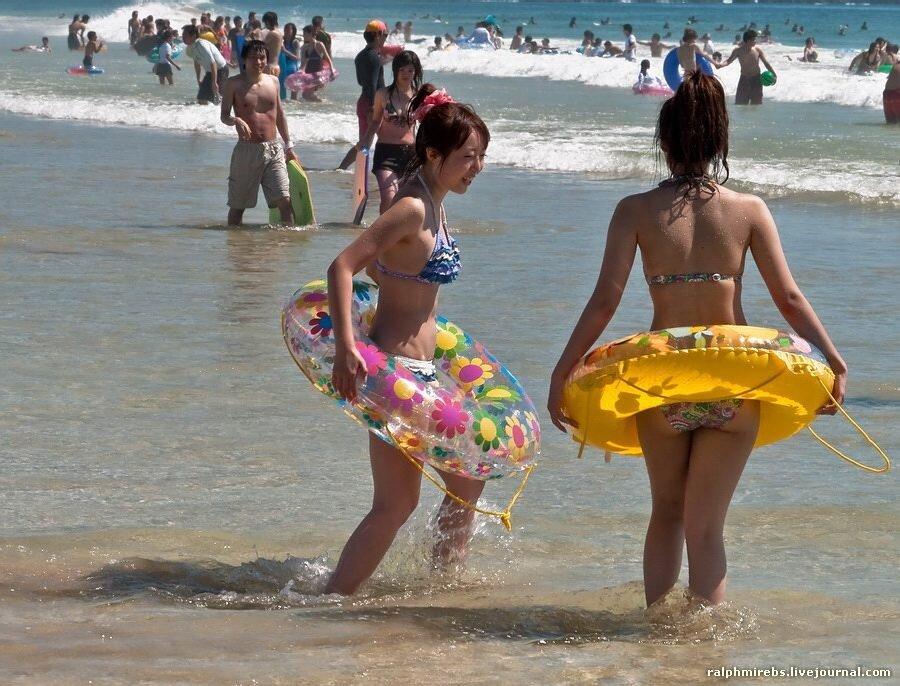 фото японок на пляже