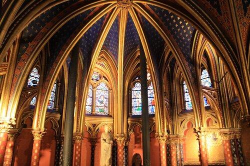 Нижняя капелла часовни Сен-Шапель в Париже