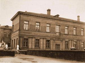 Часть фасада офицерского лазарета (вид со двора).