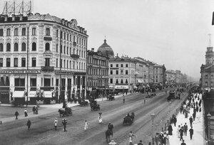 Невский проспект у Малой Конюшенной улицы