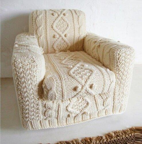 Чехол для кресла, связанный спицами