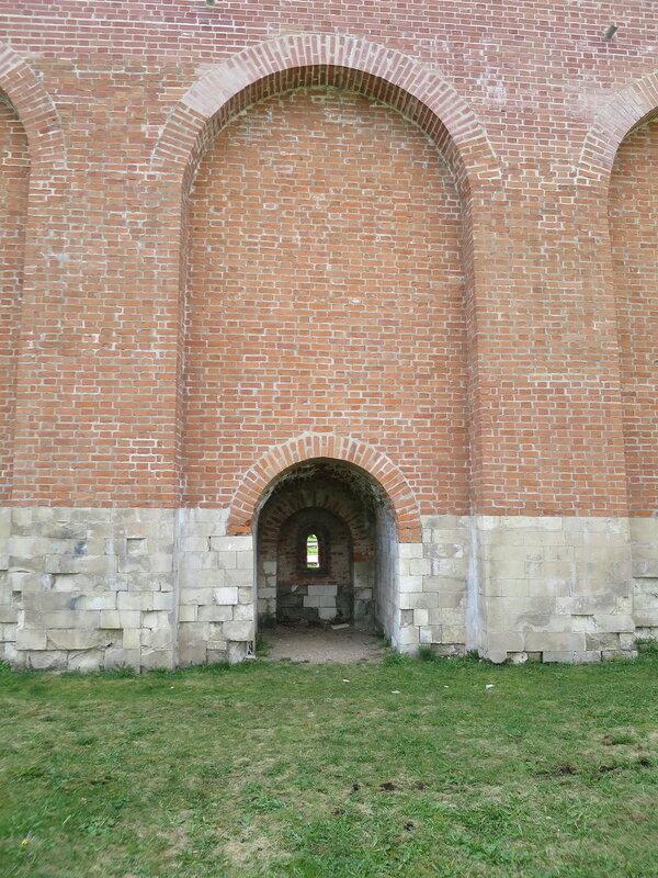 Бойница подошвенного боя со стороны города (около Моховой башний)