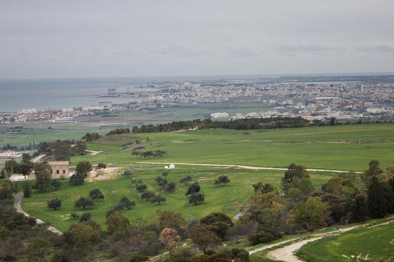 вид на Ларнаку с холма