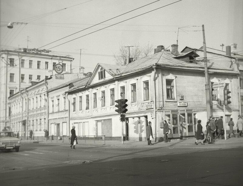 11162 Ульяновская улица. Дом № 23. Вид от эстакады Виталий Царин 1983.jpg
