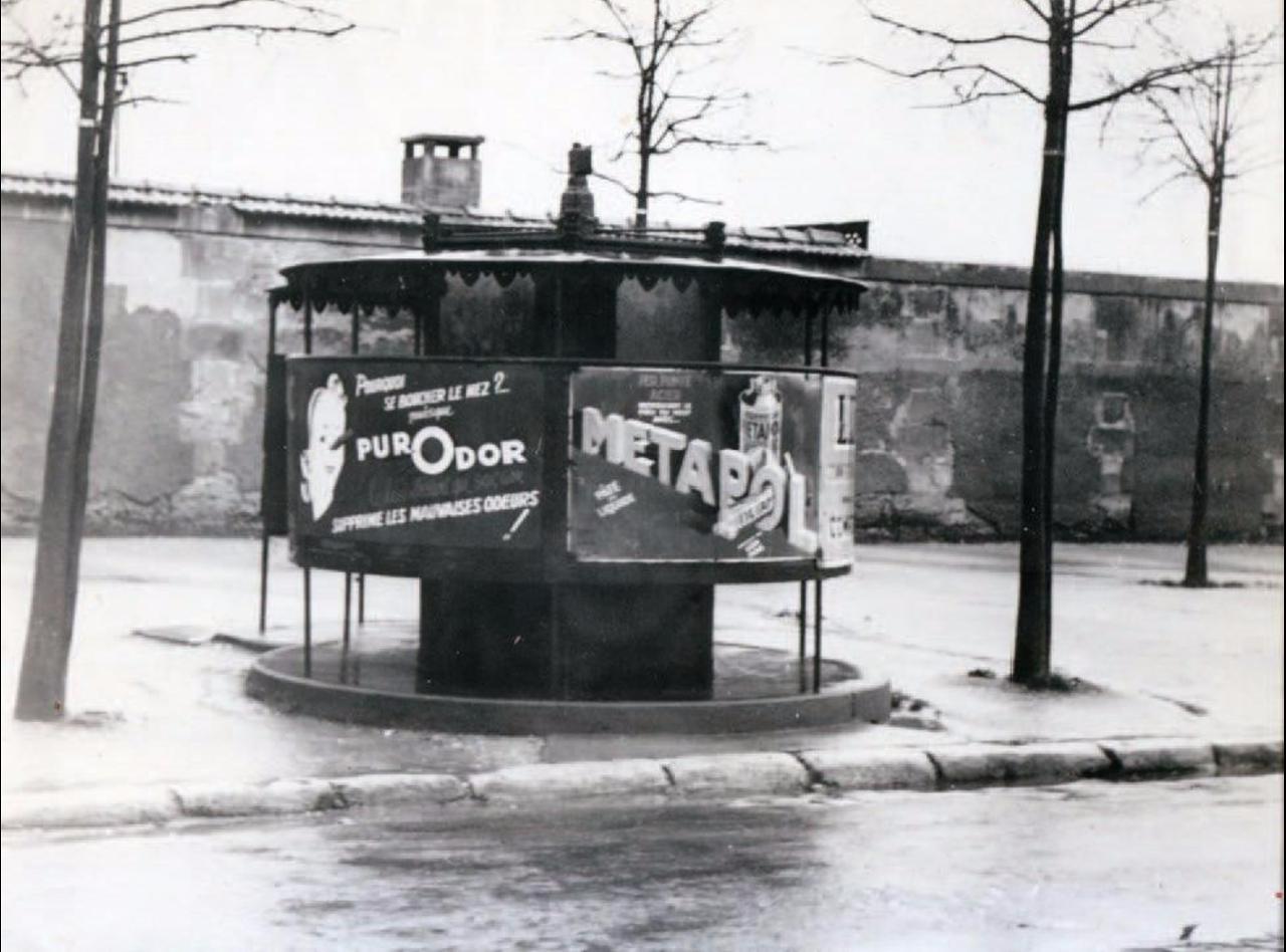 1952. Писсуар на улице Ксавье Прива, Париж