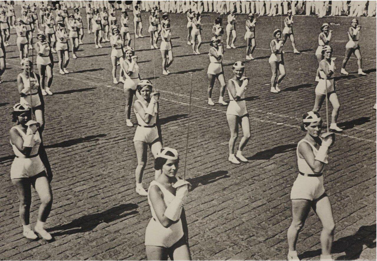 1936. Рапиристки