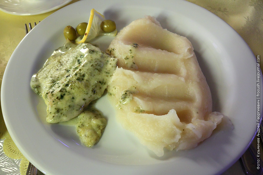 Рыба в сливочно-шпинатном соусе. Пюре картофельное