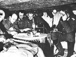 Группа немецких штабных офицеров за разработкой плана боевых.jpg