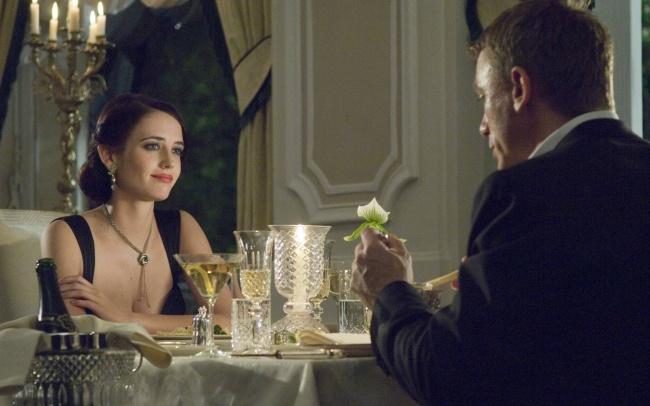"""© """"Казино Рояль"""", Columbia Pictures  Шампанское, точнее, содержащиеся внем полифено"""