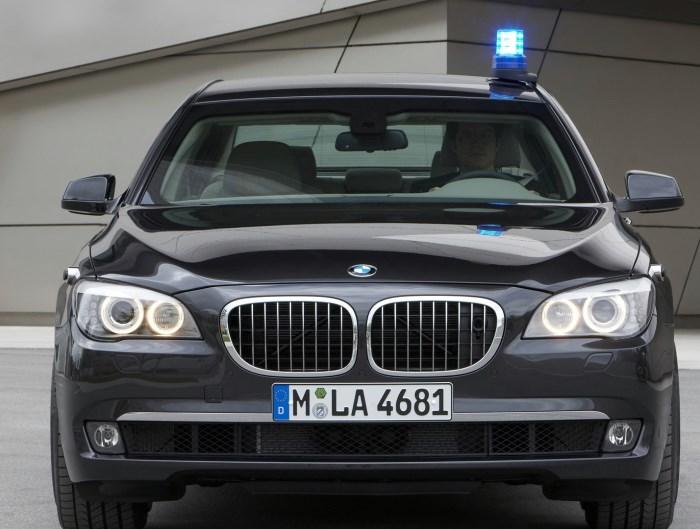 BMW известна по всему миру своими автомобилями класса люкс. За дополнительные деньги можно заказать