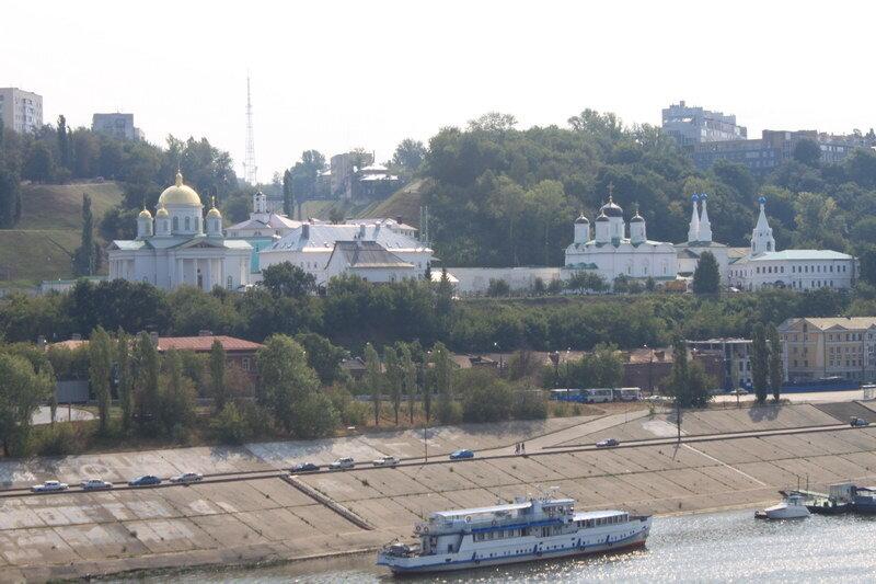 Благовещенский Монастырь в Нижнем Новгороде (вид с Канавинского Моста)