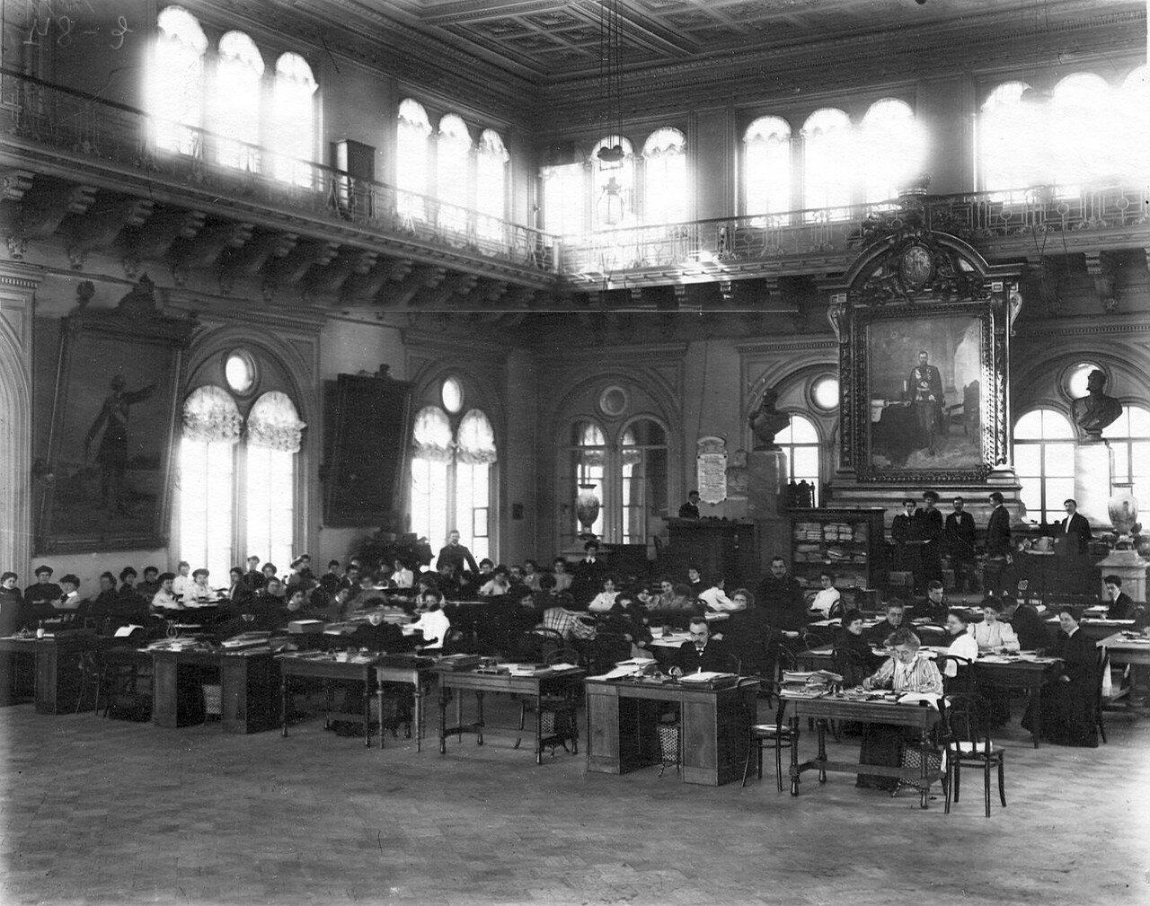 1906. Рабочий аппарат избирательной комиссии по выборам выборщиков в зале городской думы.