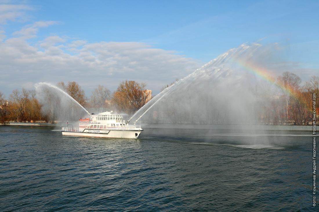 водяная завеса многоцелевое пожарно-спасательное судно Полковник Чернышев