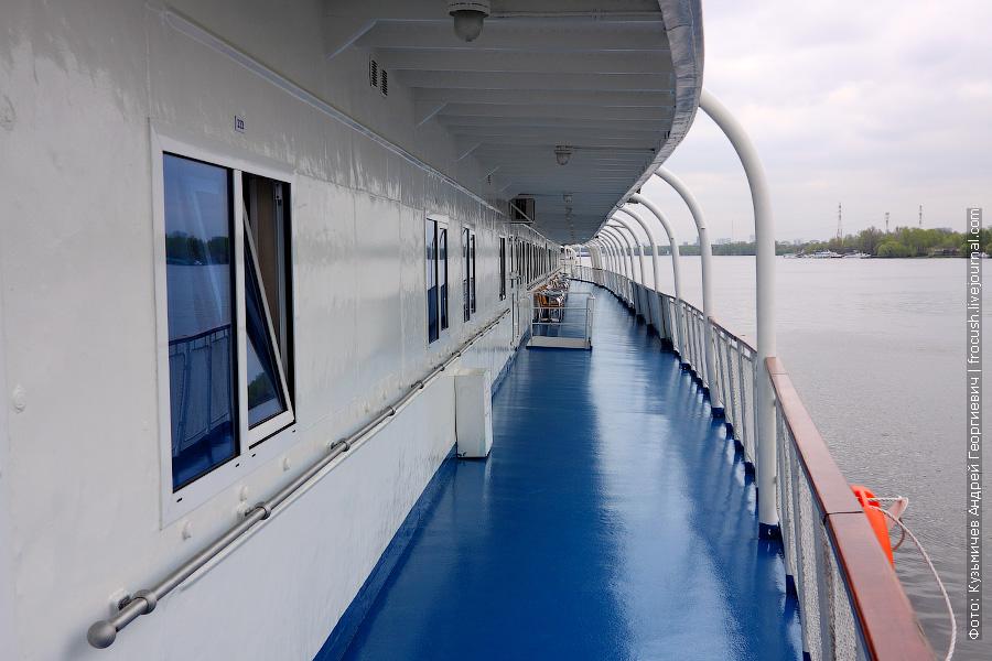 Средняя палуба, левый борт теплохода «Н.А.Некрасов»