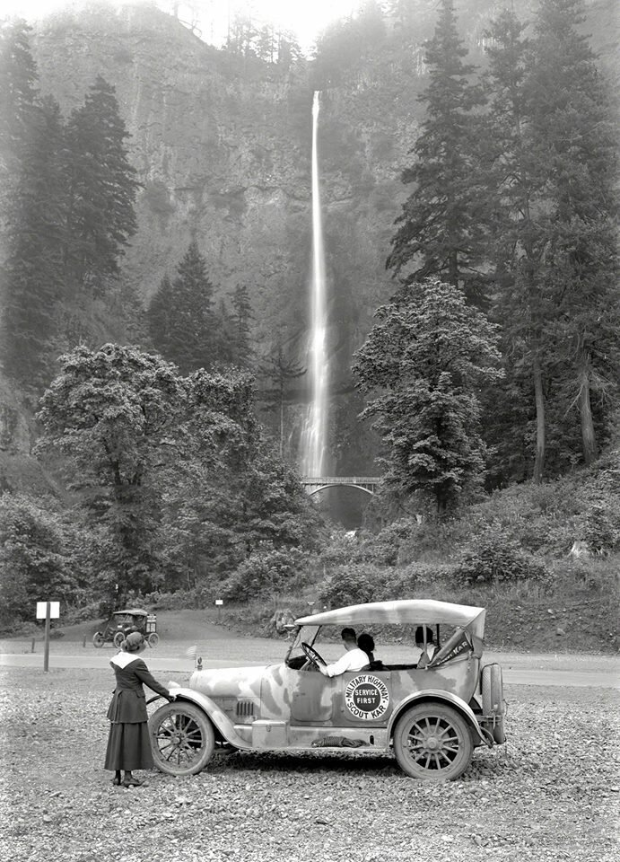 A highway scout car and passengers stop to take in the sight of Multnomah Falls, Oregon in 1918.jpg
