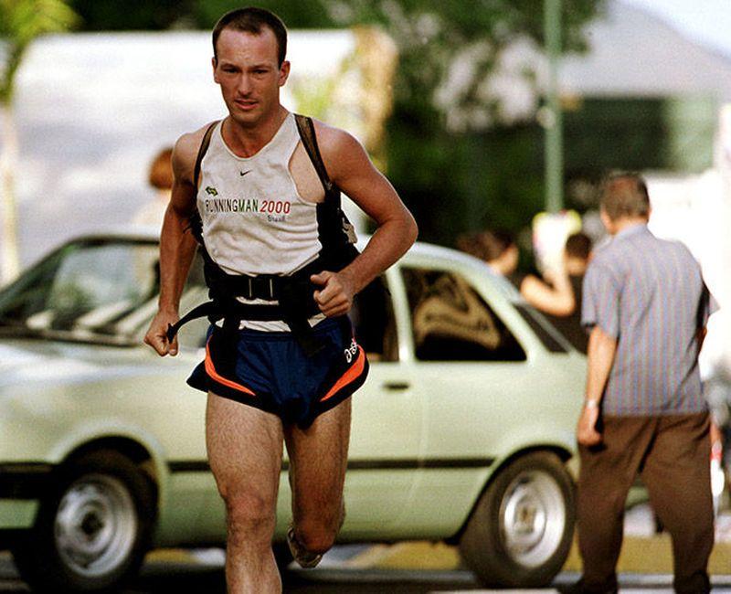 9. Роберт Гарсайд — человек, пробежавший через весь мир Кто-то облетел весь мир, кто-то объездил его