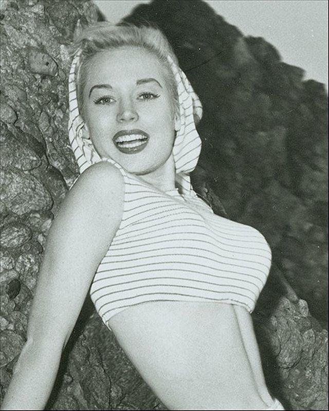 11. Бетти Бросмер стала первой моделью, у которой были права на все ее фото — она получала проценты