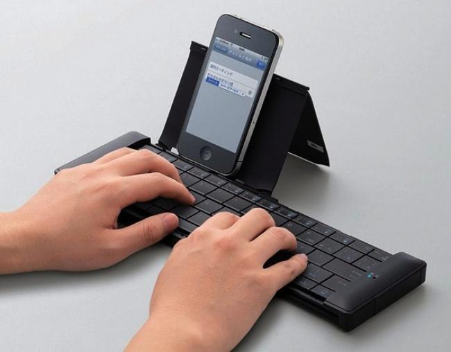 Это изобретение нидля кого неновинка, новсеже упомянуть онем стоит. Клавиатура будет удобна для