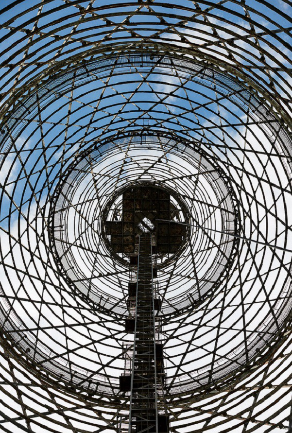 Образ Шуховской башни в виде уходящих в высоту секций-гиперболоидов вдохновил А.Н.Толстого на создан