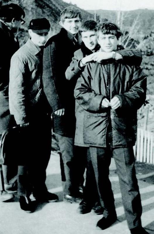 Владимир Путин со школьными друзьями.