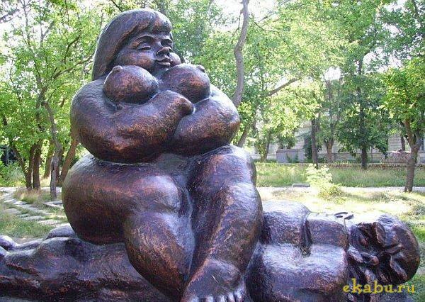 Памятник женскому доминированию (Евпатория)