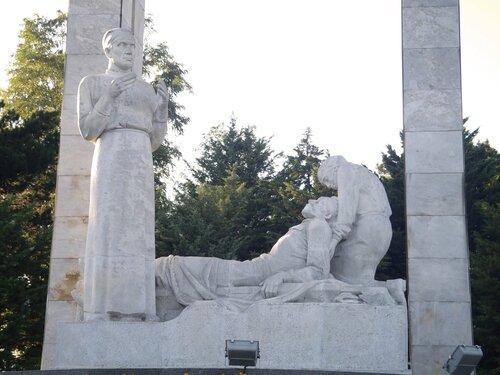 Памятник «Подвиг во имя жизни».