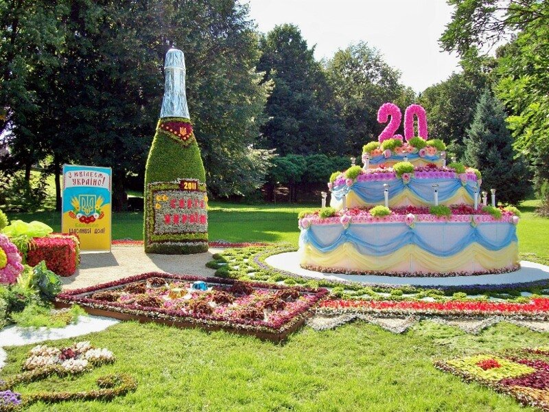 Киев. Торт из цветов на выставке цветов 2011