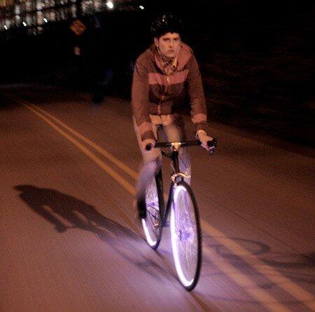 Темнота - не друг для велосипедистов 0_6a9c0_ddae5305_L