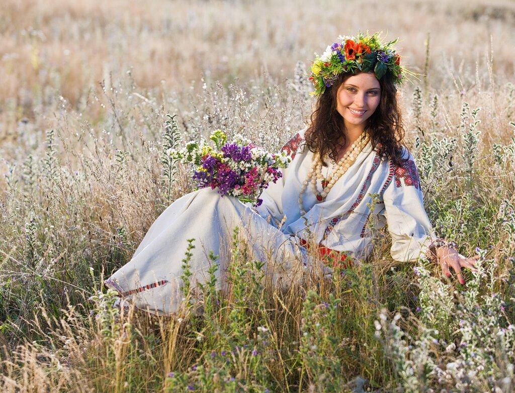 Русские красавицы в поле 4 фотография